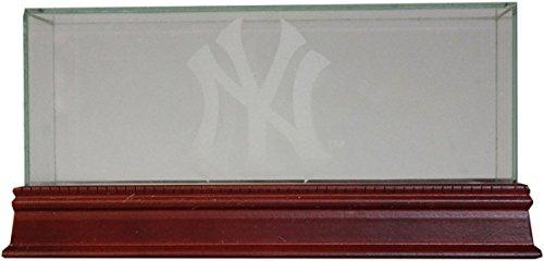 (New York Yankees Interlocking NY/Top Hat Engraved Triple Baseball Glass Case)