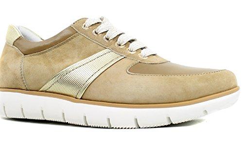 9a7a63fea06e Regarde le Ciel Coline Amalfi Nubuck Fashion Sneaker in Camel, 41 EU