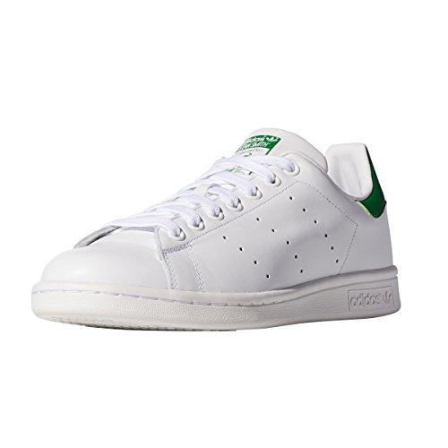 Adidas Stan Smith. Witte Sneaker Voor Vrouwen. Schoenen Trainer, Ze Combineren Met Elkaar Uitzicht. Schoenen Wit / Groen