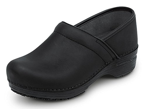 Dankso MaxTrax Slip Resistant Clog (38, Black Oiled)