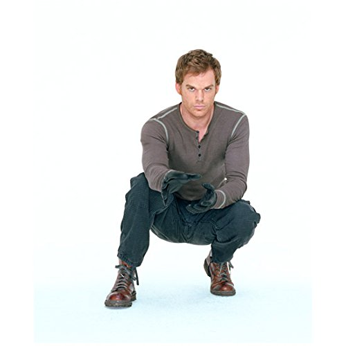 Dexter Michael C. Hall crouched in kill outfit 8 x 10 Inch Photo -