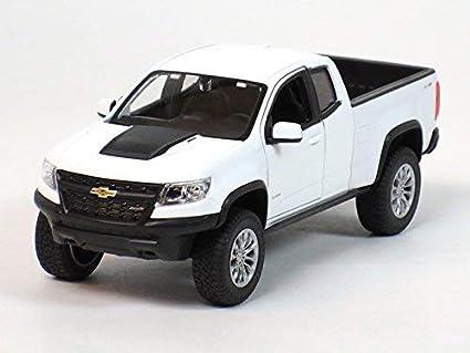 Amazon Com Maisto 1 24 W B Special Edition 2017 Chevrolet Colorado Zr2 White Toys Games