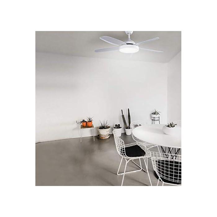 Ventilador de techo con 5 aspas de color blanco y un diámetro de 136 cm y potencia de 80W, que lo hacen ideal para refrescar habitaciones de entre 20 y 30 m2. Luz LED con 3 colores: cálido, blanco y frío. Con estos colores podrás decorar cualquier habitación de tu casa de forma sencilla y cambiar el estilo de la iluminación cuando lo desees. Aspas optimizadas para que ofrezcan el mejor funcionamiento posible. Mando a distancia para tu total comodidad y temporizador, para que puedas programarlo a tu gusto.