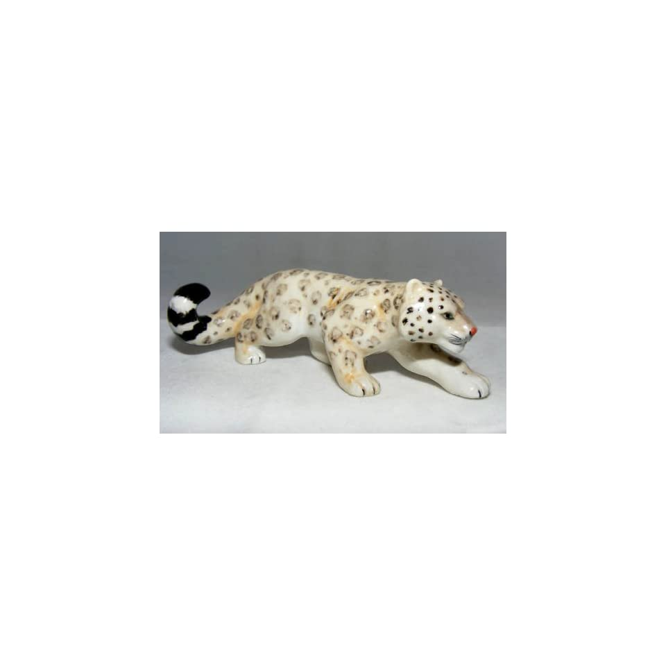 SNOW LEOPARD Hunts BIG CAT FIGURINE NEW Porcelain KLIMA L936C