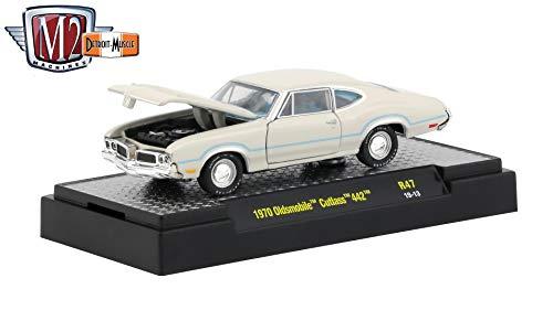 M2 Machines 1970 Oldsmobile Cutlass 442 (Porcelain White) - Detroit Muscle Release 47 Castline 2019 Premium Edition 1:64 Scale Die-Cast Vehicle & Custom Display Base (R47 19-13)