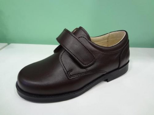 Zapatos marrones con velcro