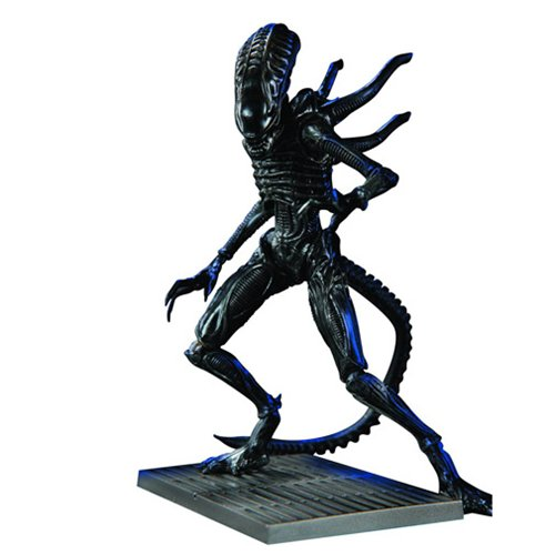 Aliens: Colonial Marines Xenomorph Soldier 1:18 Scale Action Figure - Previews Exclusive
