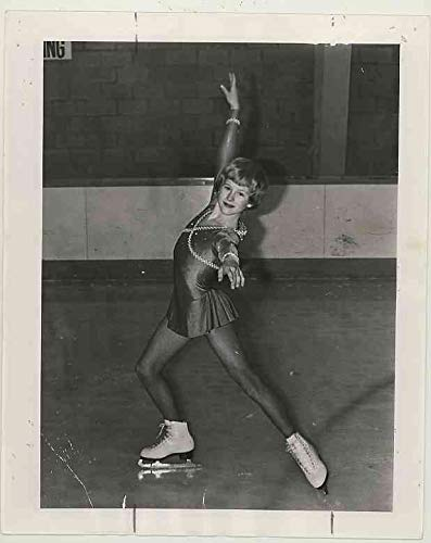 (Rosalynn Sumners 13-year-old Figure Skater - Original 1977 Newspaper Photo)