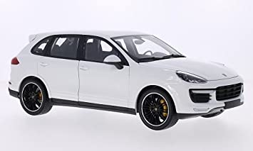 Minichamps 1/18 Porsche Cayenne Turbo S 2014 White