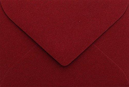 25 Buste B6 DIN (12,5 x 17,6 cm) Bordeaux, chiusura di ingegneria: feuchtkl ebend con aletta triangolare (Bordeaux). Grammatura: 120 G/M² Briefumschläge24Plus