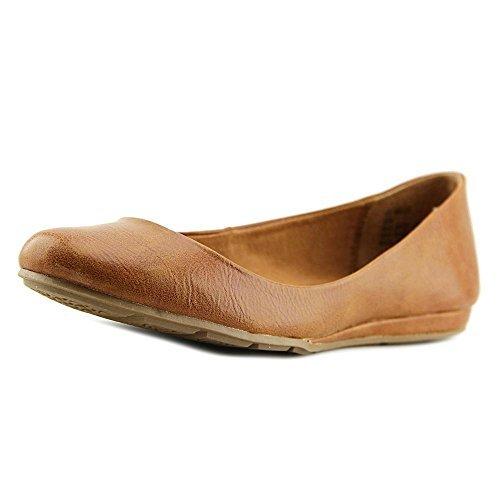 Price comparison product image American Rag Womens Ellie Closed Toe Ballet Flats,  Cognac,  Size 5.5