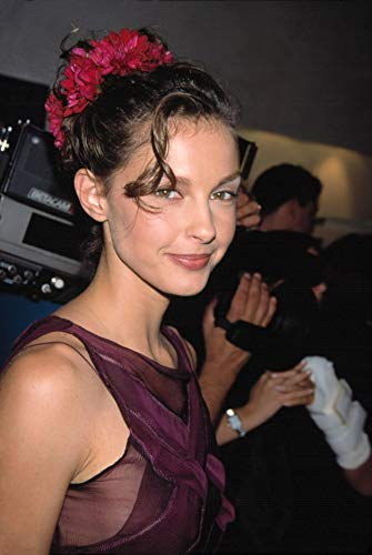 Posterazzi Poster Print Collection EVCPSDASJUSR014LARGE Ashley Judd Wearing Dress at The Opening of The Philisophy of Alberta Ferretti Store in Soho NYC 91498 by Sean Roberts. Celebrity (16 x 20)