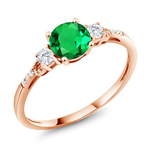 Gem Stone King 0.91 Ct Round Green Simulated Emerald White Created Sapphire 10K Rose Gold Ring (Size 7) ()