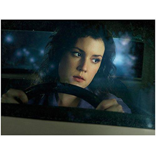 Melanie Mirror - Drive (TV Series 2007 - ) 8 Inch x10 Inch Photo Melanie Lynskey Driving Car Looking Left at Mirror kn