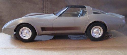 (#8157EO AMT/Ertl 1982 Chevrolet Collectors Edition Corvette Plastic)