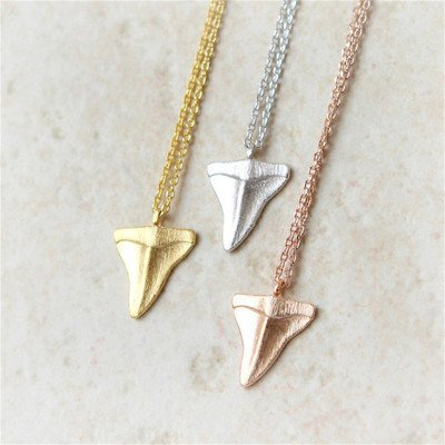 WLLAY Fashion Shark Tooth Pendant Necklace For Women Beach Jewelry Long Chain Necklace