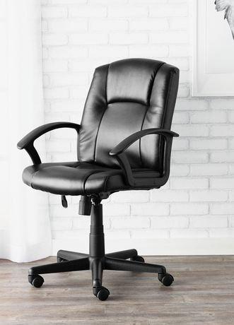 Surprising Amazon Com Mainstays Tufted Leather Mid Back Chair Cream Spiritservingveterans Wood Chair Design Ideas Spiritservingveteransorg