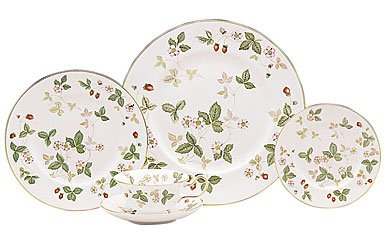 Wedgwood Wild Strawberry 10-3/4-Inch Dinner Plate by Wedgwood by Wedgwood (Image #1)