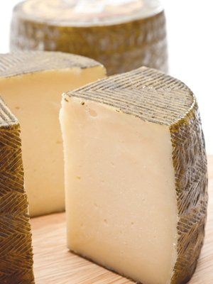 Cheese Manchego DOP (3.50 Lbs/half whl) Sheep milk from Spain Aged 6 Months