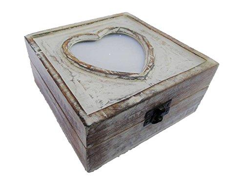 Cofre de madera con corazón portafotos