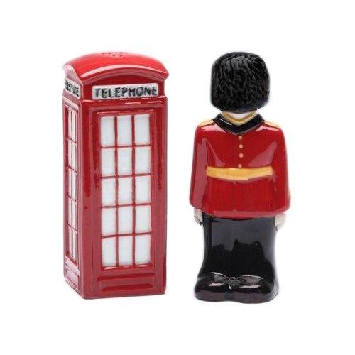 (ENGLAND ROYAL Queen GUARD Ceramic SALT & PEPPER SHAKERS. London British Souvenir)