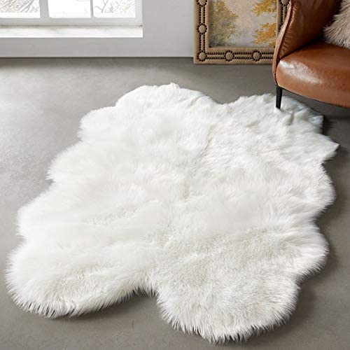 LEEVAN Faux Fur Sheepskin Shag Rug Silky Super Soft Area Rug Plush Fluffy Chair Cover Seat Floor Mat Carpet Luxurious Comfort Accent Home Decor for Living Room Kid s Room 4ft x 6 ft, White