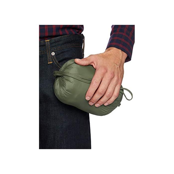 41IGdZgyijL Vestirse con un clima frío es fácil con esta chaqueta versátil, acolchada, ligera y resistente al agua que cuenta con una cremallera completa frontal y un cuello alto. Cuello alto, bolsillos con cremallera, puños elásticos. Exterior: 100% Nylon; Forro: 100% Nylon; Relleno: 100% Poliéster