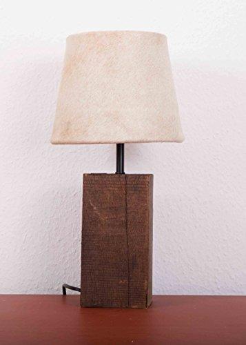 Rustikaler Holz-Lampensockel mit beigem Felllampenschirm aus Kuhfell - Mangoholz -