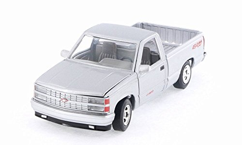 - 1992 Chevrolet SS 454 Silver Pickup Truck 1/24 Diecast Model by Motormax 73203