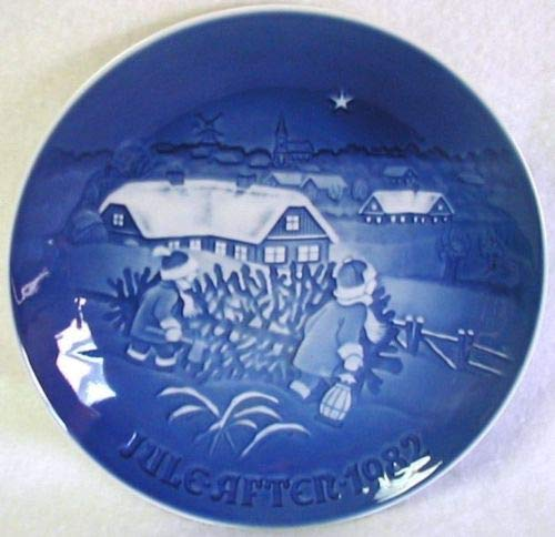1982 Bing & Grondahl Christmas Plate -- The Christmas Tree ()