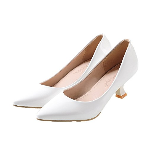 Allhqfashion Womens Kitten-hakken Pu Stevige Pull-on Gesloten-teen Pumps-schoenen Wit