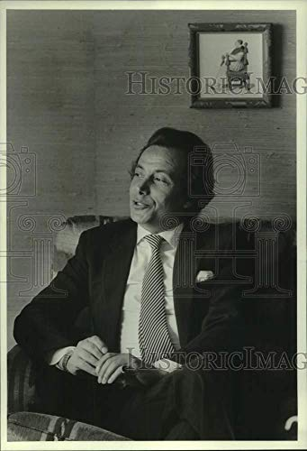 - Vintage Photos 1983 Press Photo Bijan Beverly Hills Designer Sits in Chair - hca68081