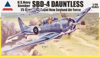 - 1/48 SBD-4 Dauntless-USMC