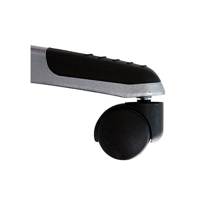 41ISYGTEAdL Silla de diseño deportivo, estilo gaming. Tapizado en piel sintética, fácil de limpiar. Perfecta para despachos, aportando un toque sofisticado a la par que divertido Soporte con cinco ruedas resistentes que se desplazan fácilmente en cualquier dirección y en cualquier tipo de superficie. Fabricado en metal para asegurar la estabilidad de la silla Con reposabrazos movible, para que se pueda elegir si usarlos