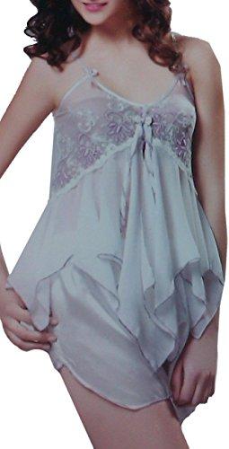 Vêtements de nuit magnifique de voir à travers les courts-circuits avec top en dentelle et string assorti. taille 40-44