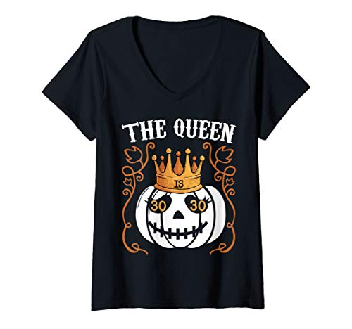 October 30 Halloween Eve (Womens The Queen Is 30 Pumpkin Halloween 30th Birthday V-Neck)