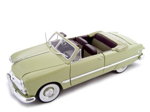 1949 Ford Convertible Green 1/24 Diecast Model ()
