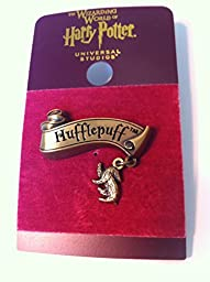 Wizarding World of Harry Potter : Hufflepuff Banner with Mascot Charm Metal Trading Pin
