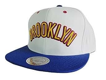 Mitchell & Ness Men's NBA Brooklyn Nets Sweater 2T Snapback Hat