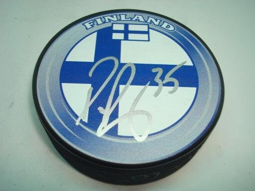 Pekka Rinne Signed Hockey Puck Team Finland Beckett BAS COA 1I Beckett Authentication Autographed NHL Pucks
