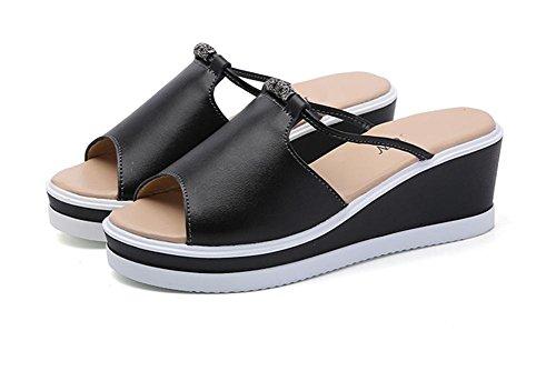 La señora de los deslizadores del verano falta los zapatos gruesos de la playa de la torta del pino de la parte inferior 2