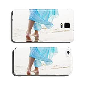 Woman walking on the beach cell phone cover case iPhone6