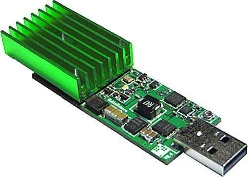 دستگاه استخراج ارز دیجیتالی بیت کوئین مدل Compac USB Stick محصول برند GekkoScience. |