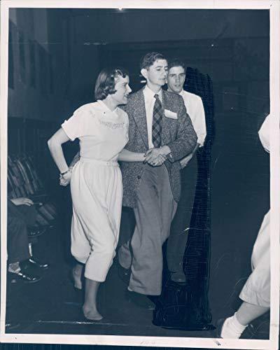 Vintage Photos 1952 Press Photo Carol Cleaves Winchester Gordon Low Australia Hetcher 7x9