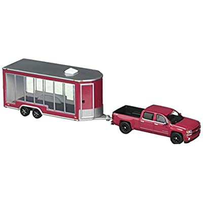 Greenlight 1:64 Hitch & Tow Series 12 - 2016 Chevrolet Silverado and Glass Display Trailer: Toys & Games