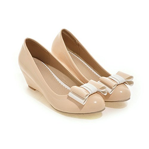 AllhqFashion Damen Mittler Absatz Lackleder Rein Ziehen auf Rund Zehe Pumps Schuhe Aprikosen Farbe