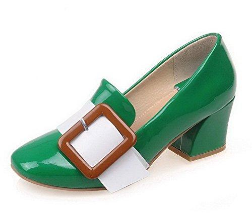 AllhqFashion Damen PU Leder Mittler Absatz Quadratisch Zehe Ziehen auf Pumps Schuhe Grün