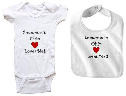SOMEONE IN OHIO LOVES ME - OHIO BABY - 2 Piece Baby-Set - State-series - White Baby One Piece Bodysuit and White Bib - size Medium (12-18M) ()