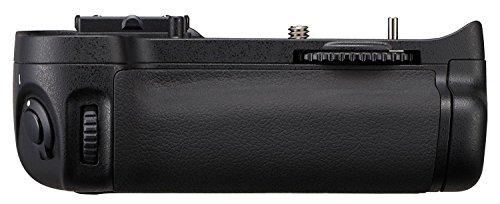 Nikon MB-D11 Multi-Power Battery Pack for Nikon D7000 Digital SLR Camera - Retail Packaging (Nikon D7000 Battery Grip)