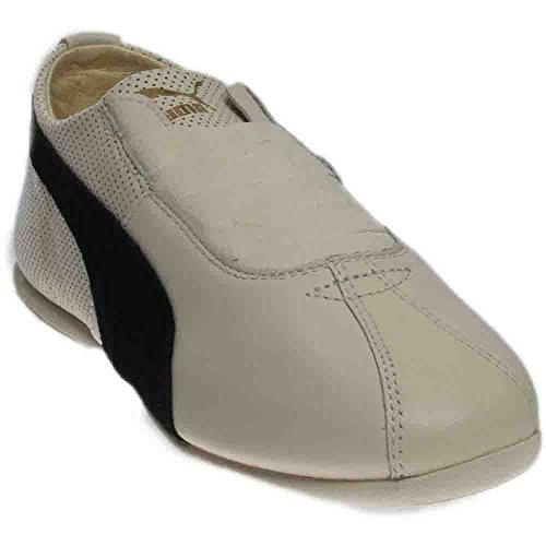 (PUMA Women's Eskiva Low Whisper White/Black Sneaker 9 B (M))